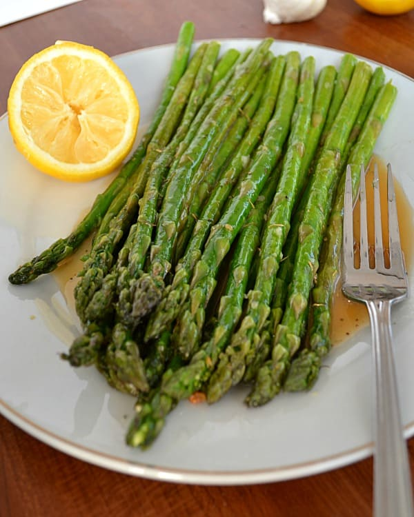 Pan-Fried Garlic Asparagus With Lemon Vinaigrette | wholeandheavenlyoven.com