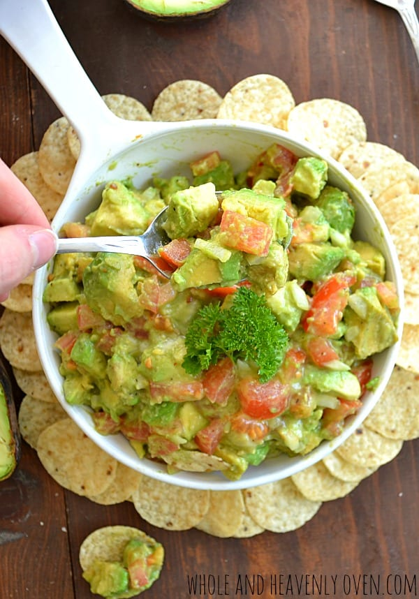 Chunky Avocado Salsa | wholeandheavenlyoven.com