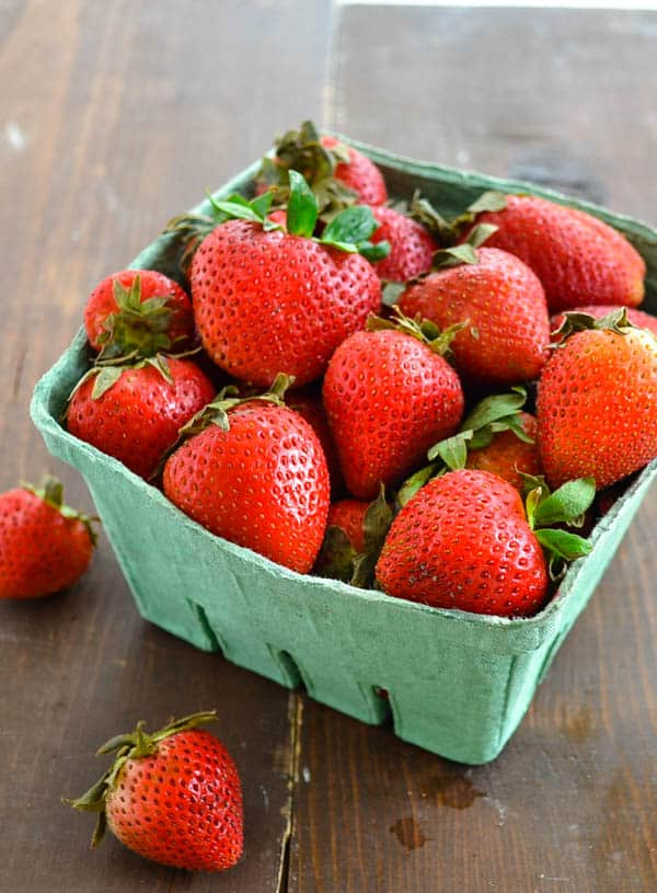3-Ingredient Fresh Strawberry Sauce | wholeandheavenlyoven.com