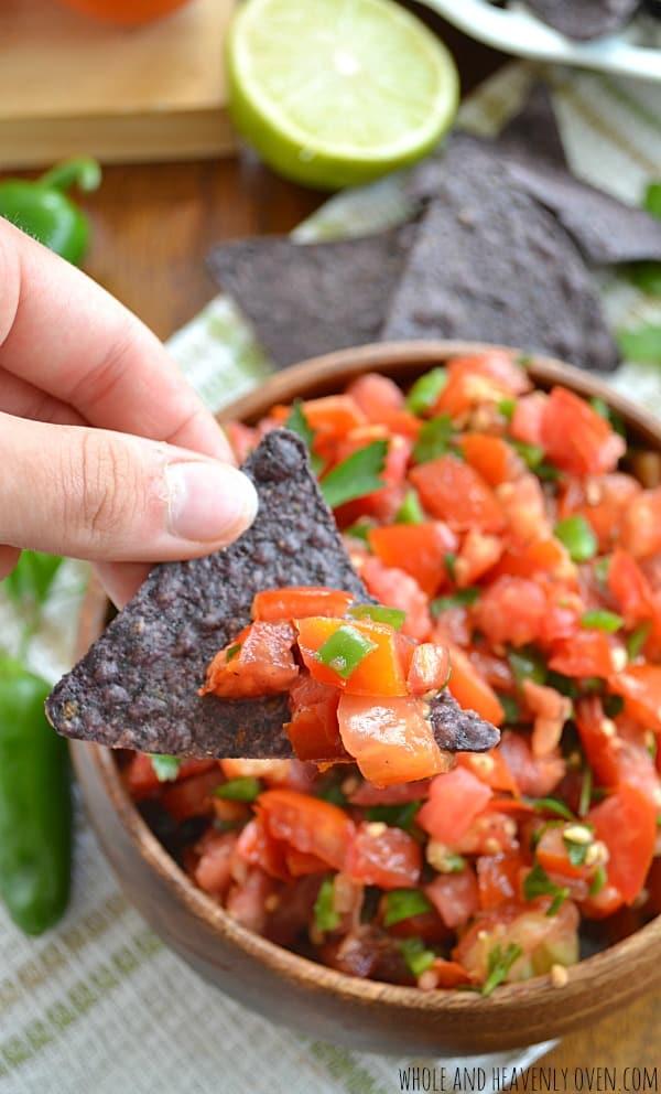 Garden-Fresh Tomato Salsa | wholeandheavenlyoven.com