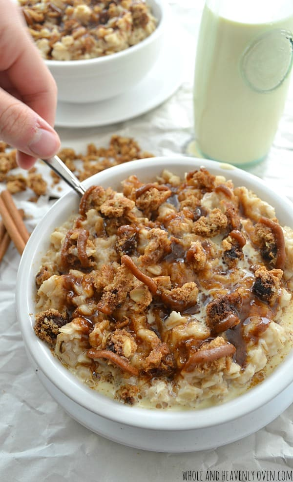 Cinnamon-Roll Oatmeal with Cookie Streusel | wholeandheavenlyoven.com