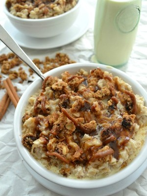 Cinnamon Roll Oatmeal with Cookie Streusel