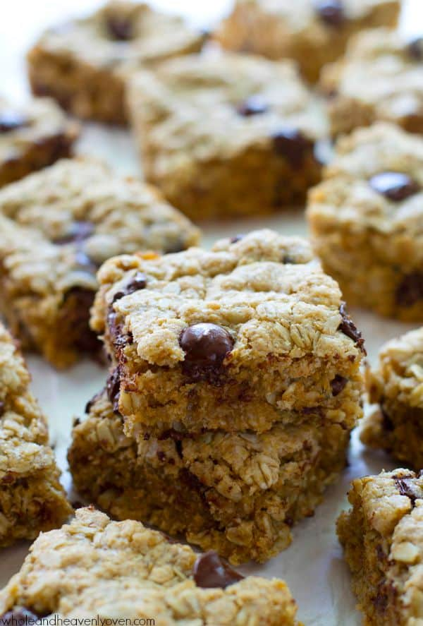 Jam-packed with oats, nuts and plenty of gooey chocolate, these simple ultra-chewy snack bars are the best way to energize on a busy weekday!