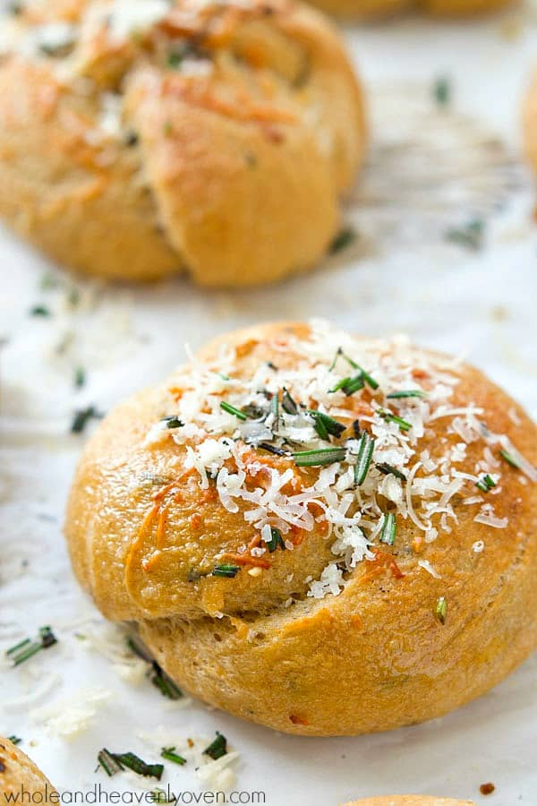 These extra-soft parmesan garlic rosemary rolls are unbelievably easy, yet totally impressive for your Thanksgiving table! @WholeHeavenly