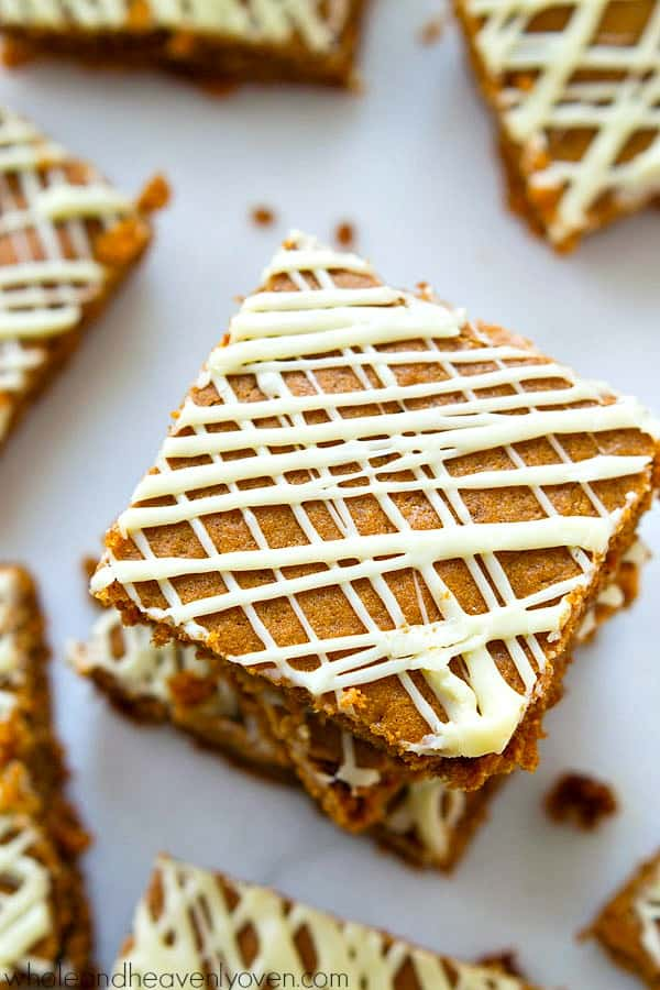 These super-soft and chewy gingerbread cookie bars are drizzled with plenty of white chocolate and absolutely melt in your mouth! @WholeHeavenly