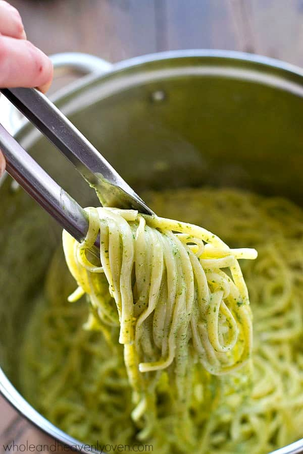 Ordinarily-heavy fettuccine alfredo made lighter with a SUPER-creamy and flavorful spinach alfredo sauce for an easy and healthy dinner under 300 calories!