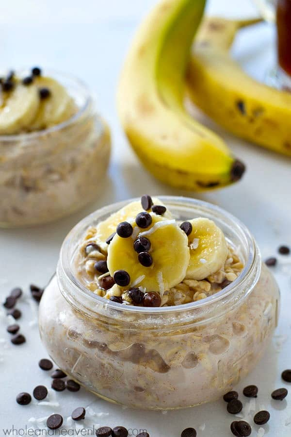 Bananas and chai spice are a match made in heaven in these SUPER-easy overnight oats.---The tastiest and the easiest way to start the day!
