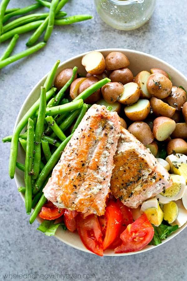 Seared Salmon Nicoise Salad With Roasted Garlic Herb Dressing