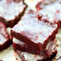 These white chocolate red velvet brownie bites are SO irresistibly fudgy and chocolate-y, you won't be able to resist having more than one! Only 120 calories per brownie bite.