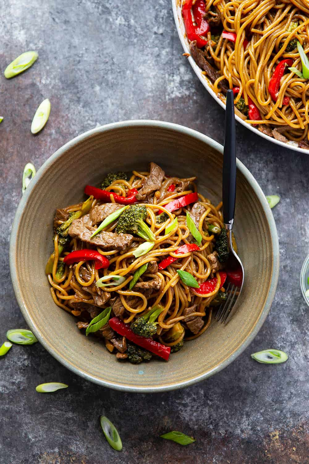 Ready in 30 minutes and packed with tons of juicy beef, tender veggies, and a killer teriyaki sauce, this beef teriyaki noodle stir fry will quickly become a regular dinner routine!