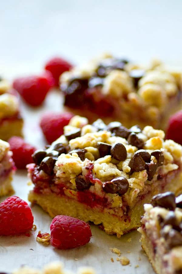 Tangy raspberries and dark gooey chocolate are a match made in HEAVEN in these dark chocolate raspberry oatmeal crumb bars! You won't want to share these beauties.