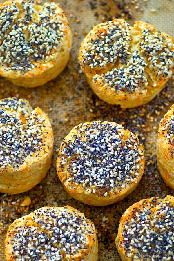 Cheddar bay biscuits meet everything bagel seasoning in these SUPER buttery and flaky biscuits! Make a double batch because they are nothing short of addicting!