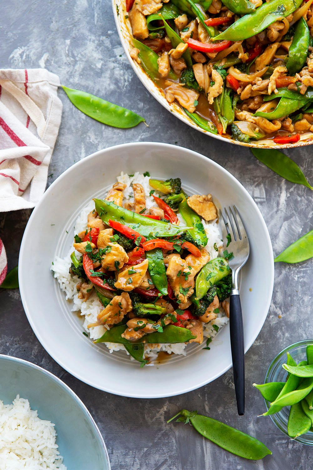 A savory peanut sauce covers every inch of this flavorful peanut satay chicken stir fry! Load it up with all your favorite vegetables and pile it over hot fluffy rice.