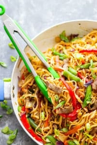 Garlic Sweet Pepper Steak Lo Mein - Juicy steak strips, a rainbow of fresh veggies, and tender lo mein noodles collide in this weeknight-friendly steak lo mein.