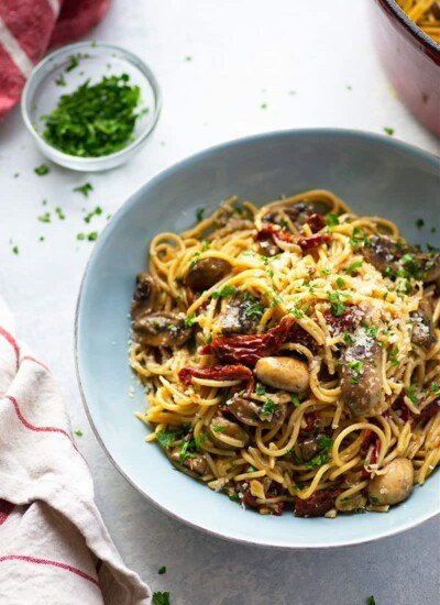 Classic spaghetti carbonara is given a vegetarian twist in this mushroom carbonara that's loaded with tender mushrooms, tangy sun-dried tomatoes, and a rich Parmesan sauce.